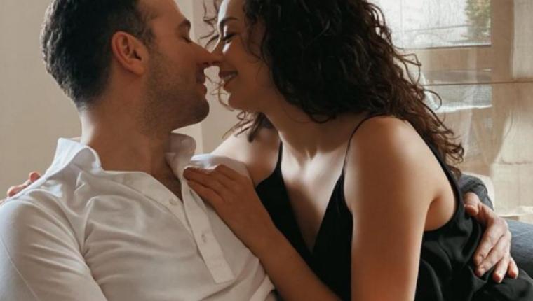 Azra Akın'dan Aşk Dolu Bir Paylaşım