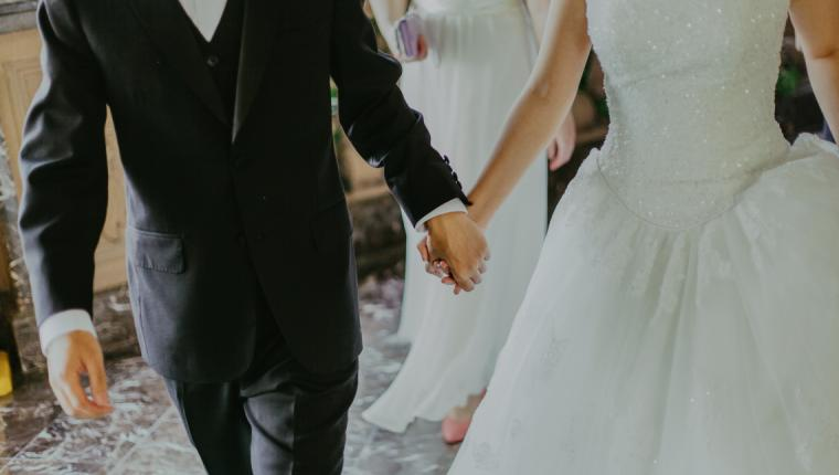 Evli Çift Düğün Hediyesini 9 Yıl Sonra Açtı!