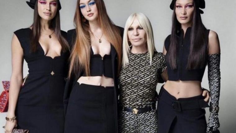 Süper Modeller Dijital Versace Defilesinde