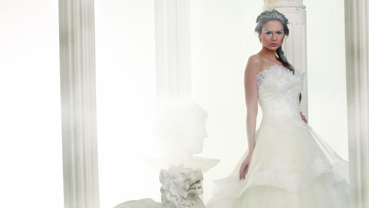 Özlem Gül Atelier:  '' Timeless White''